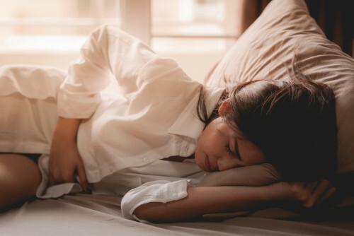 Bolestivá menstruace vás dokáže paralyzovat