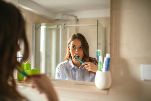 Zubní pasta na odhalené krčky