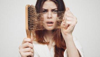 Co na vypadávání vlasů? Vyzkoušejte sílu ženšenu, zázvoru a panthenolu
