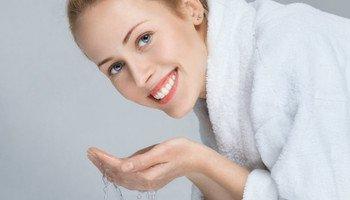 Poznejte hit v péči o pleť. Micelární voda odstraní nečistoty a make-up jedním pohybem