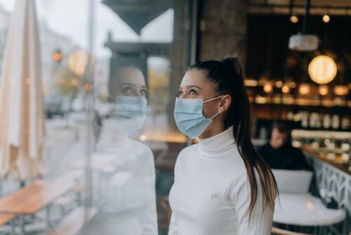 Slyšeli jste o maskné? Novém kosmetickém problému doby koronavirové