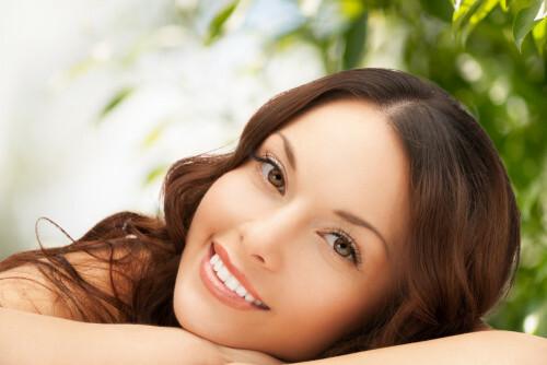 Neztrácejte čas v salonech krásy. Omlazovací masáž zvládnete sami doma