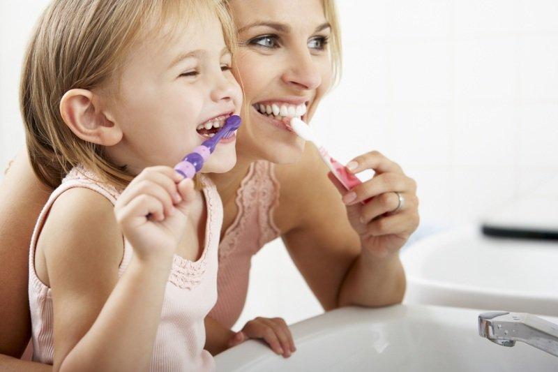 dítě_čištění_zubů