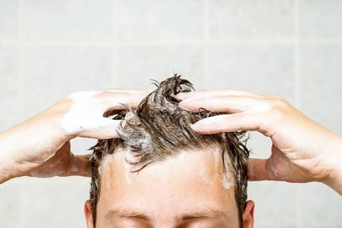 Šampon na mastné vlasy s lupy