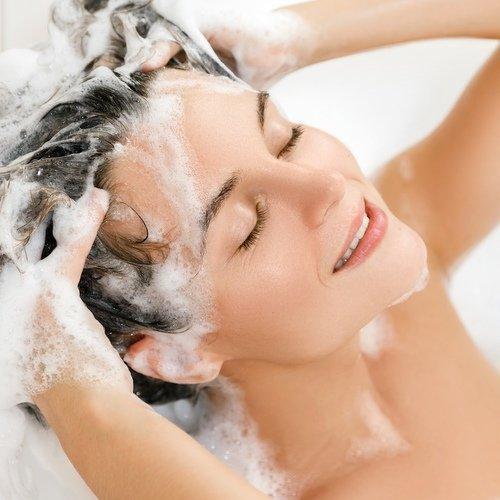 Šampon proti lupům - ořechy mýdelníku